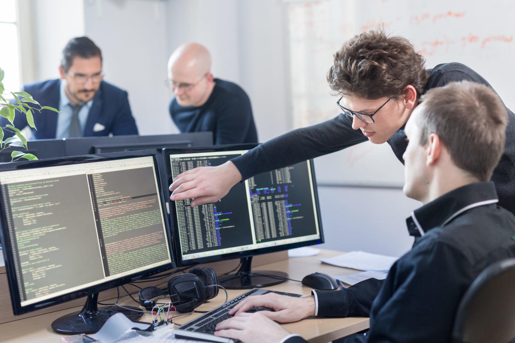 Planung, Umsetzung, Betreuung, IT-Systeme, Client-Server-Systeme, Server, Integration, Arbeitsplatzausstattung