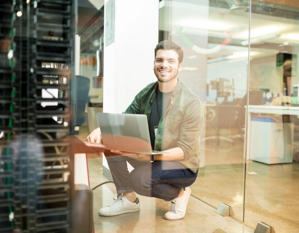 DSGVO, Förderprogramme, Systemeeinführung, Systembetreuung, Monitoring, IT Rollouts, Netzwerksupport, Hardwaresupport, Help Desk, Projektmanagement, Server, Clients, Sophos, Hosted Exchange, Netzwerkinfrastruktur